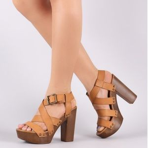NWOT STRAPPY FAUX WOODEN CHUNKY PLATFORM HEEL